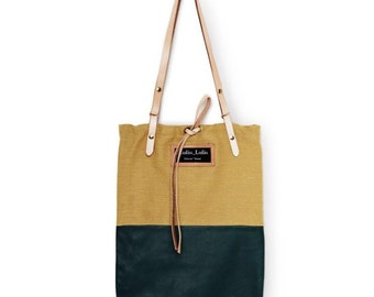 The two faced Tote bag in GREEN