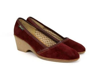 Vintage Bass Sz 8.5M Red/Burgundy Suede Rubber-Heeled 1980s Wedges