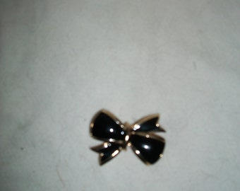 Vintage Mid Century Black Enamel and Gold Tone Bow Shaped Pin, Brooch