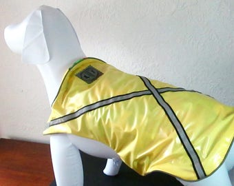 New! Waterproof, day&night safety rainwear in pale yellow/black/gray for your dog