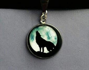 Howling wolf choker