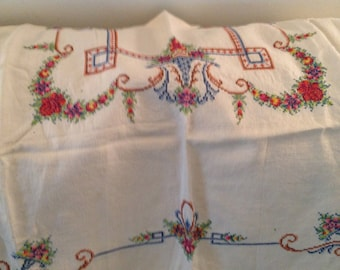 Beautiful Embroidered Vintage Tablecloth