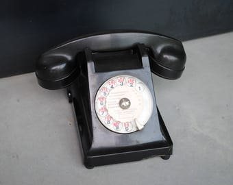 Telephone bakelite black year 60