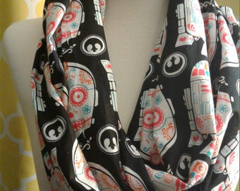 R2D2 & C3PO paisly spring infinity scarf