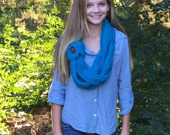 Chunky buttoned cowl scarf