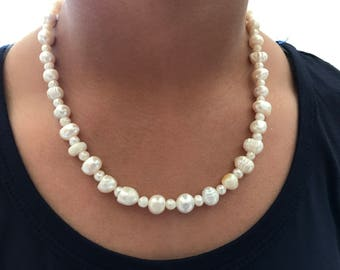 Carrie-natural pearl necklace