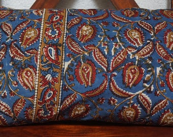 Series Golconda blue 2: cover cushion, 30x50cm (12 x 20 inches), cotton Indian, kalamkari, floral, blue background, red and ochre pattern.