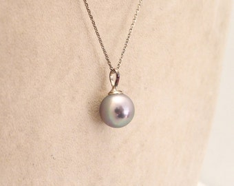 Silver chain and tahiti pearl pendant