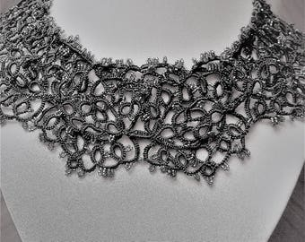 Necklace lace tatting