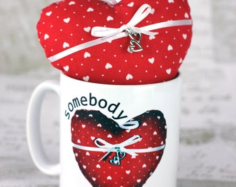 "Personalised heart mug with matching soft fabric stuffed heart ""Somebody loves me"", great for mothers day"