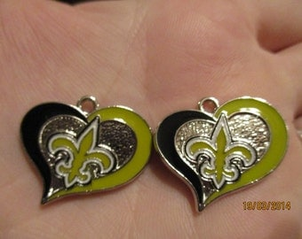 Set of 2 New Orleans Saints heart charms.