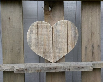 Large Wooden Heart Decor - Rustic Valentine's Day Gift - Valentine's Day Decor - Pallet Wood Heart Sign - Reclaimed Wood Heart Wall Hanging