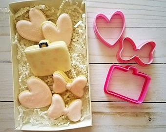 Suit case cookie cutter