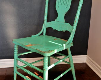 Chaise antique / Antique chair