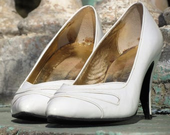 White vintage womens leather shoes High heels to heel Retro Wedding shoes 38 size 8 US 6 UK Pumps shoes Bridal shoes Gift for women gift 80s