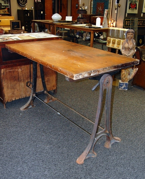 18 Drafting Tables In Interior Designs: Antique 1900s Drafting Table W/ Cast Iron Legs Industrial