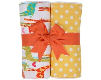 Monogrammed Jolly Giraffe Burp Cloth Set