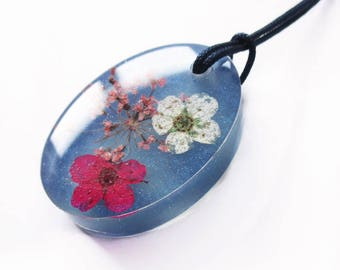 Meera Oval Pendant in flowery resin - jewel necklace nature in colorful dried flowers
