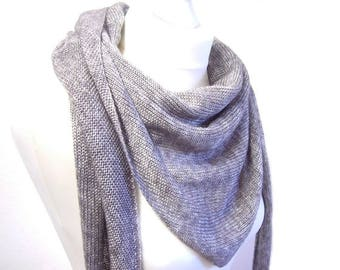 Knitted scarf light grey