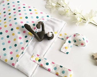 Fabric pouch for cot