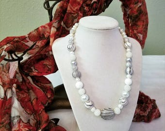 Handmade White Beaded Necklace, White and Black Jewelry, Glass Beads and Freshwater Pearls, Faux Pearl