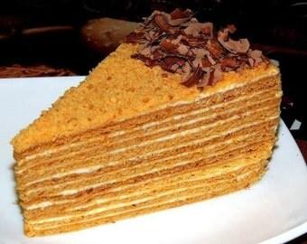 Delicious honey and sour cream cake