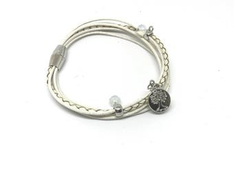 Fashion bracelet with magnetic closure