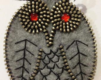 Grey Owl brooch handmade,brooch felt, bright eyes owl. The idea for gift