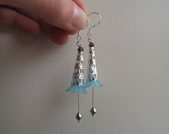 Trumpet flower earrings blue