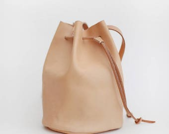 Handmade veg-tanned leather Bucket bag