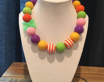Bright and colorful stretchy chunky necklace!
