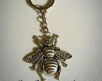 Bubble bee, queen bee key chain, key ring. In vintage silver.