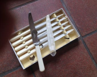 Set of six dinner knives as new and boxed