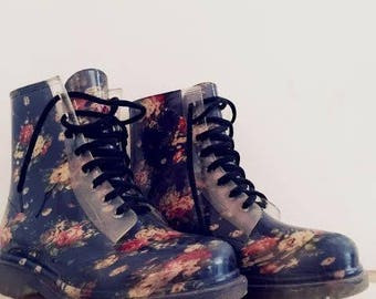 Second-Hand Floral Boots
