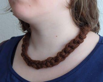 Crochet/gepunnikte necklace-brown