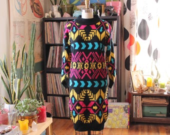 vintage 1980s sweater dress . bright tribal and arrow print sack shift dress . womens size small xs