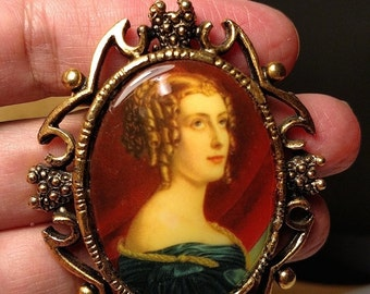 Flash Sale Huge Vintage Mid Century Costume Victorian Woman Picture Portrait Cameo Style Brooch Pin Steampunk Gold Tone