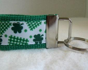 Clover Mini Key Fob - St Patricks Key Chain - 3 Leaf Clover Key Ring - Lucky Zipper Pull - Shamrock Small Key Chain