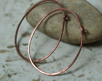 Handmade hammered oval (egg shape) solid copper hoop 42x32mm, one pair (item ID LECEGG18GS)