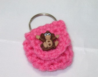 Crochet keychain Coin Cozy, coin holder, coin pouch, mini purse, coin purse, ring holder  - Rose pink with monkey button