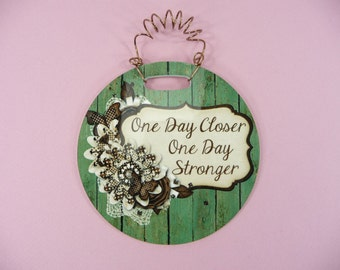 TINY SIGN One Day Closer One Day Stronger -Words of Encouragement Cute Glossy Round Hanging frp Plastic 4 inch