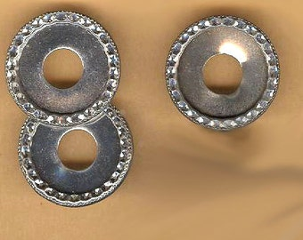 "vintage brass circle findings, HAMMERED edge that is very fancy, rhodium plated silvertone FOUR pieces 3/4"" diameter"