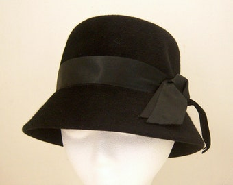 "1960s black bucket hat / black cloche hat / Leslie James, Pompadour, France / 21"" diameter"