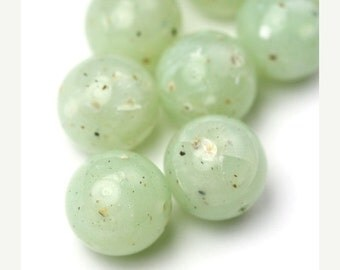 50% OFF SALE Vintage Lucite Beads Round 16mm Speckled Moss Green (8) VPB255