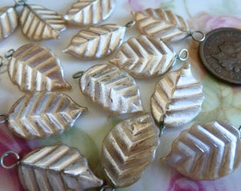 10 Very Shabby, Vintage Pearl Leafs, Wired Glass Leafs, 21x12mm, Looped, Wire Bead, Drop, Pendant C44