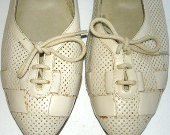vintage DOMINIQUE off-white taupe perforated leather pointy toe flats 8.5 N
