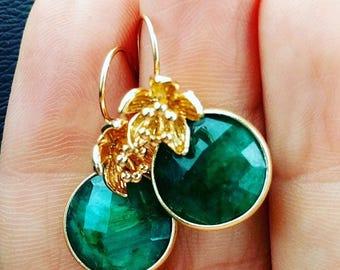 Raw Emerald Earrings - May birthstone -  Flower earrings - Daisy Earrings - Gemstone earrings - Gold Earrings - Drop earrings