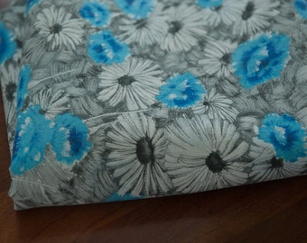 "Striking Daisy Floral- Vintage Fabric Mod Flowers Juvenile Floral Novelty Blue 36"" wide"