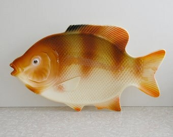 fish platter, plastic fish tray, goldfish serving platter, novelty serving tray, fish wall decor, airbrushed, kitschy kitchen decor, retro