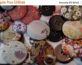 MARCH SALE SALE - Vintage fabric Assorted Round Buttons - 8 pc